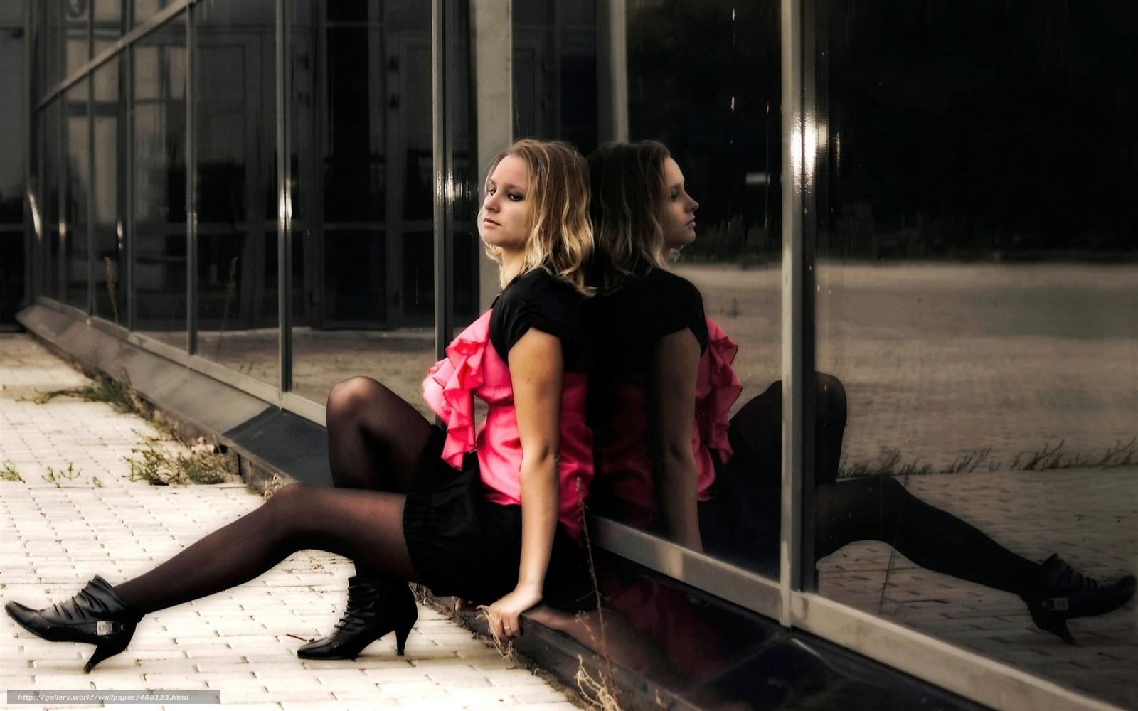 Фото блондинок в черных чулках и платьях 6 фотография