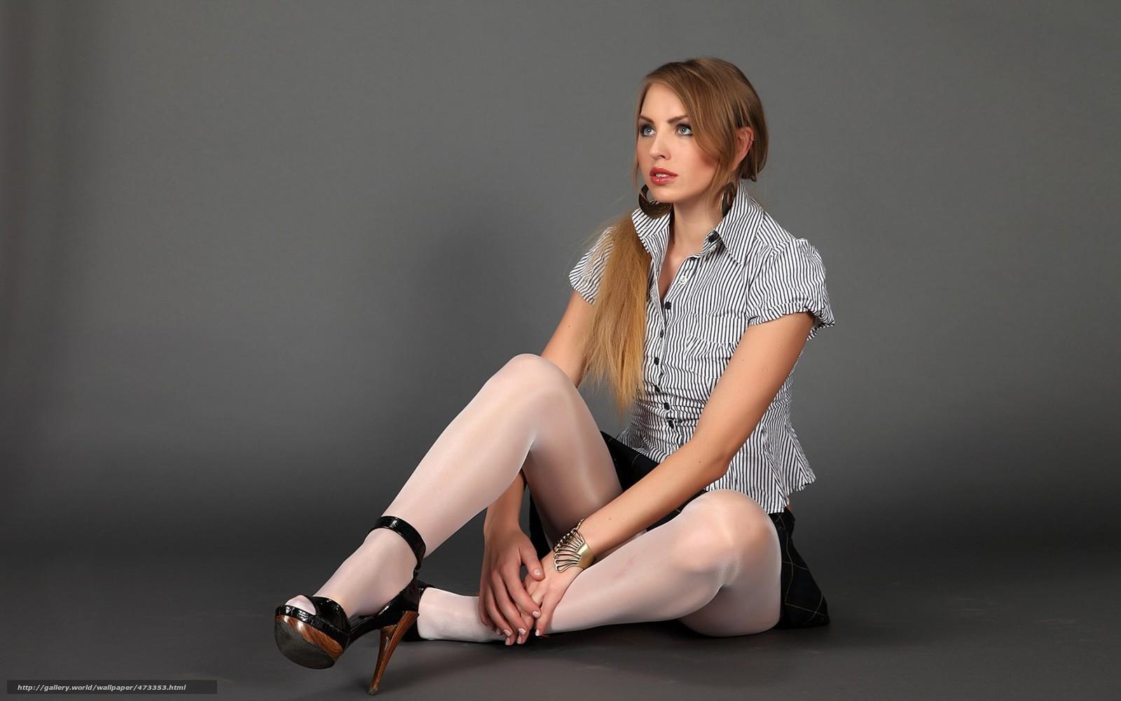 Фото молодой девушки в нейлоновых колготках белого цвета 7 фотография