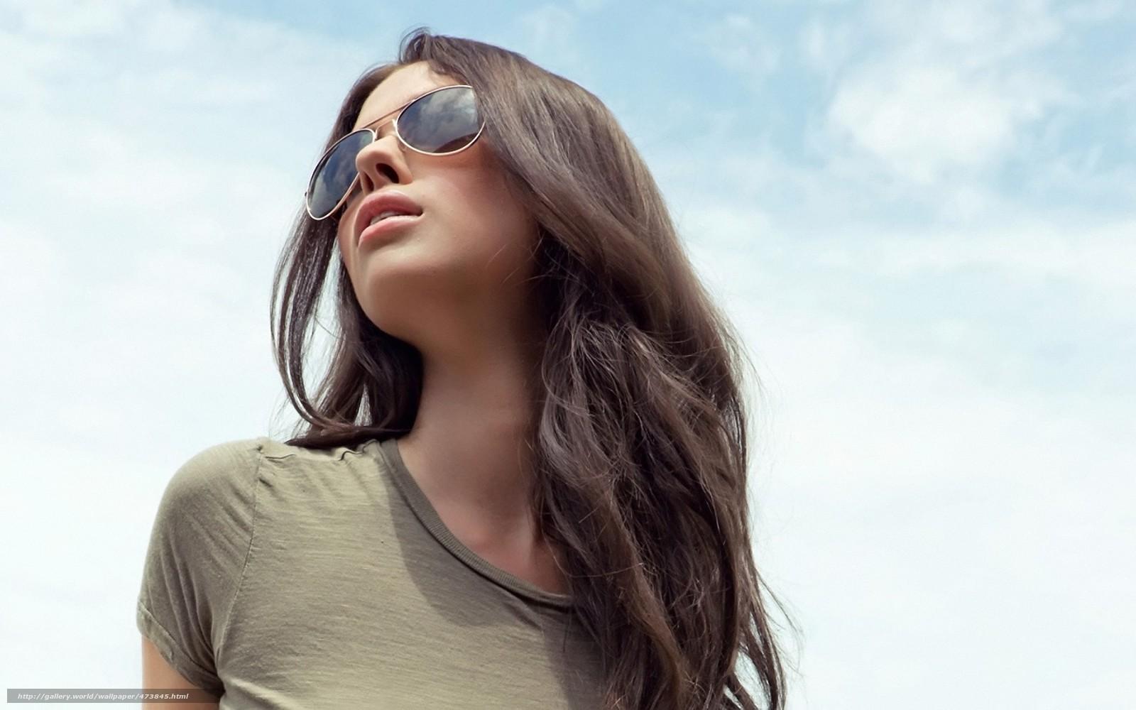 Строгая брюнетка в очках с ра 10 фотография