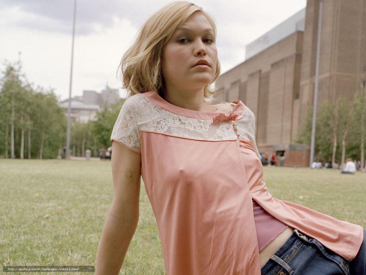 Фото девушек без лифчика под одеждой на улице 1 фотография