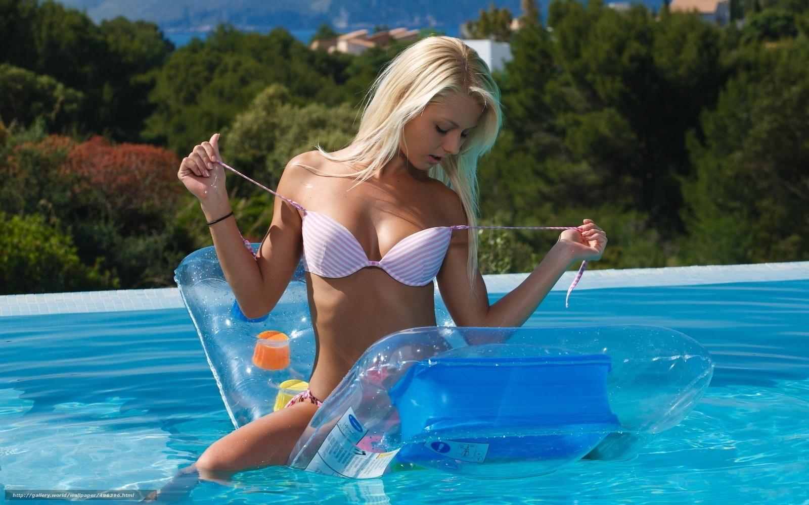 Фото красивая блондинка в бикини 2 фотография