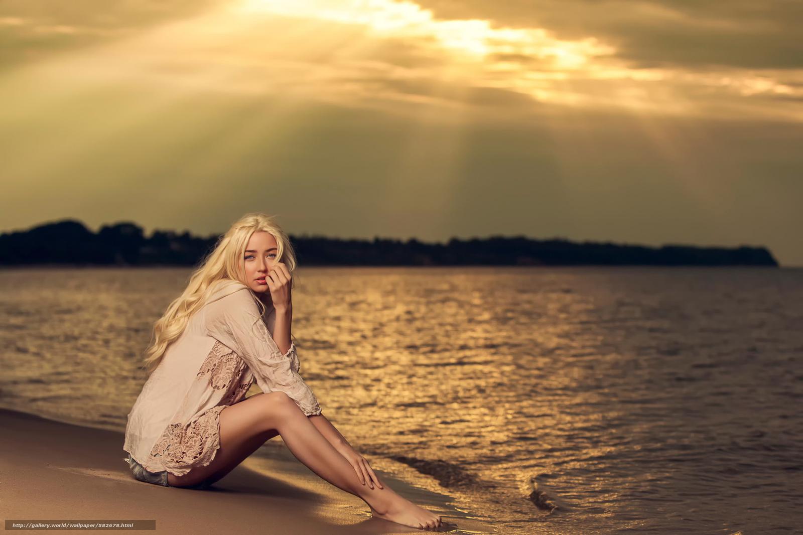Фото блондинки в лучах солнца 17 фотография