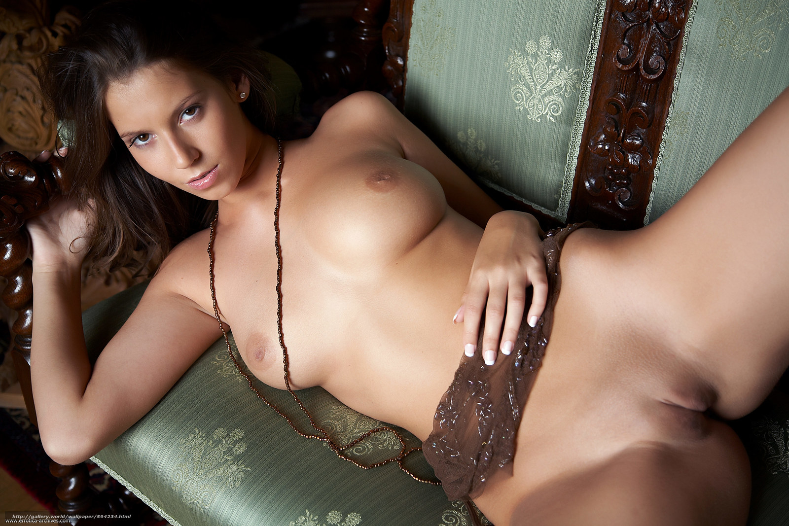 Прекрасная девушка и бритая ее киска