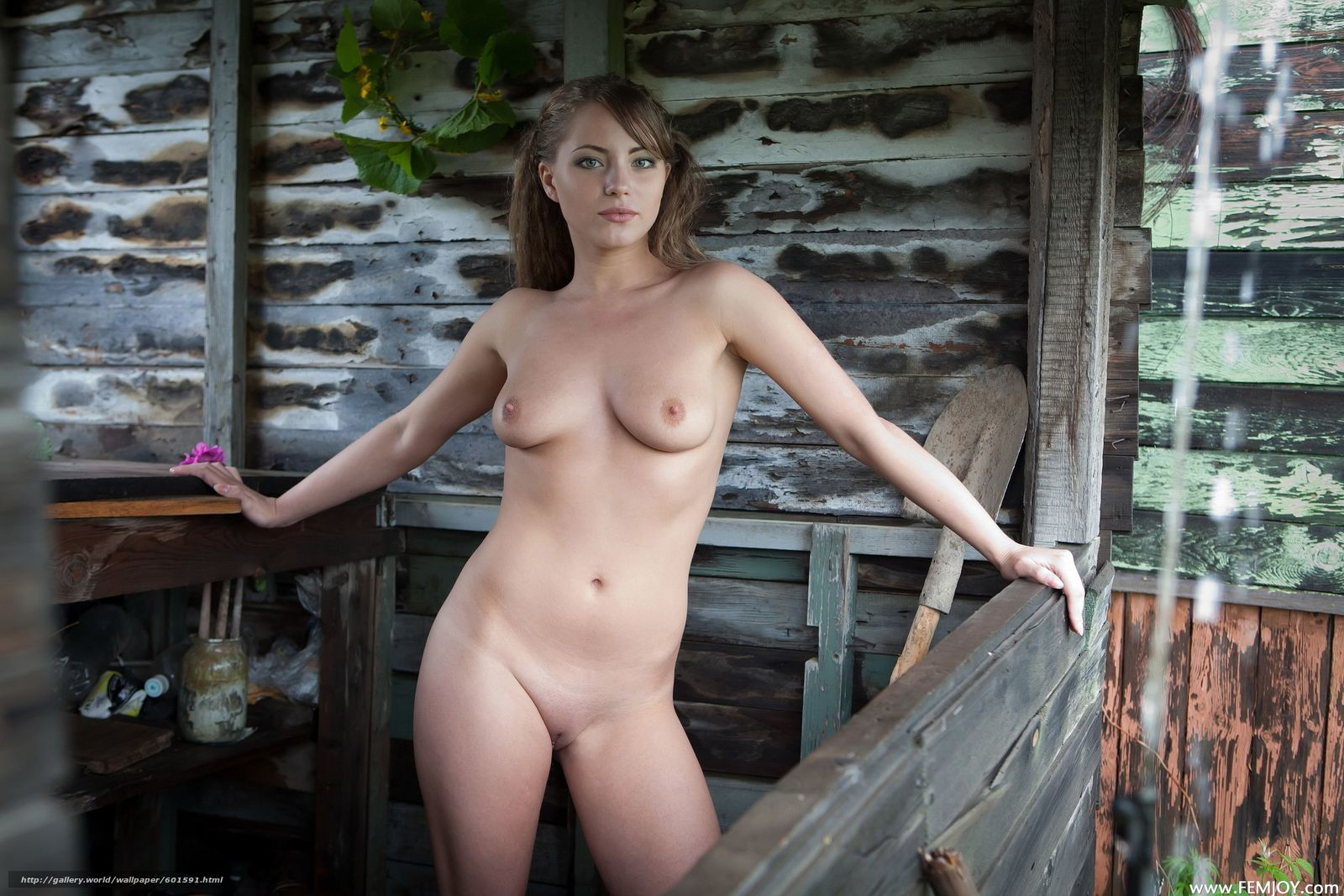 Эротическе фото девушек на даче 6 фотография