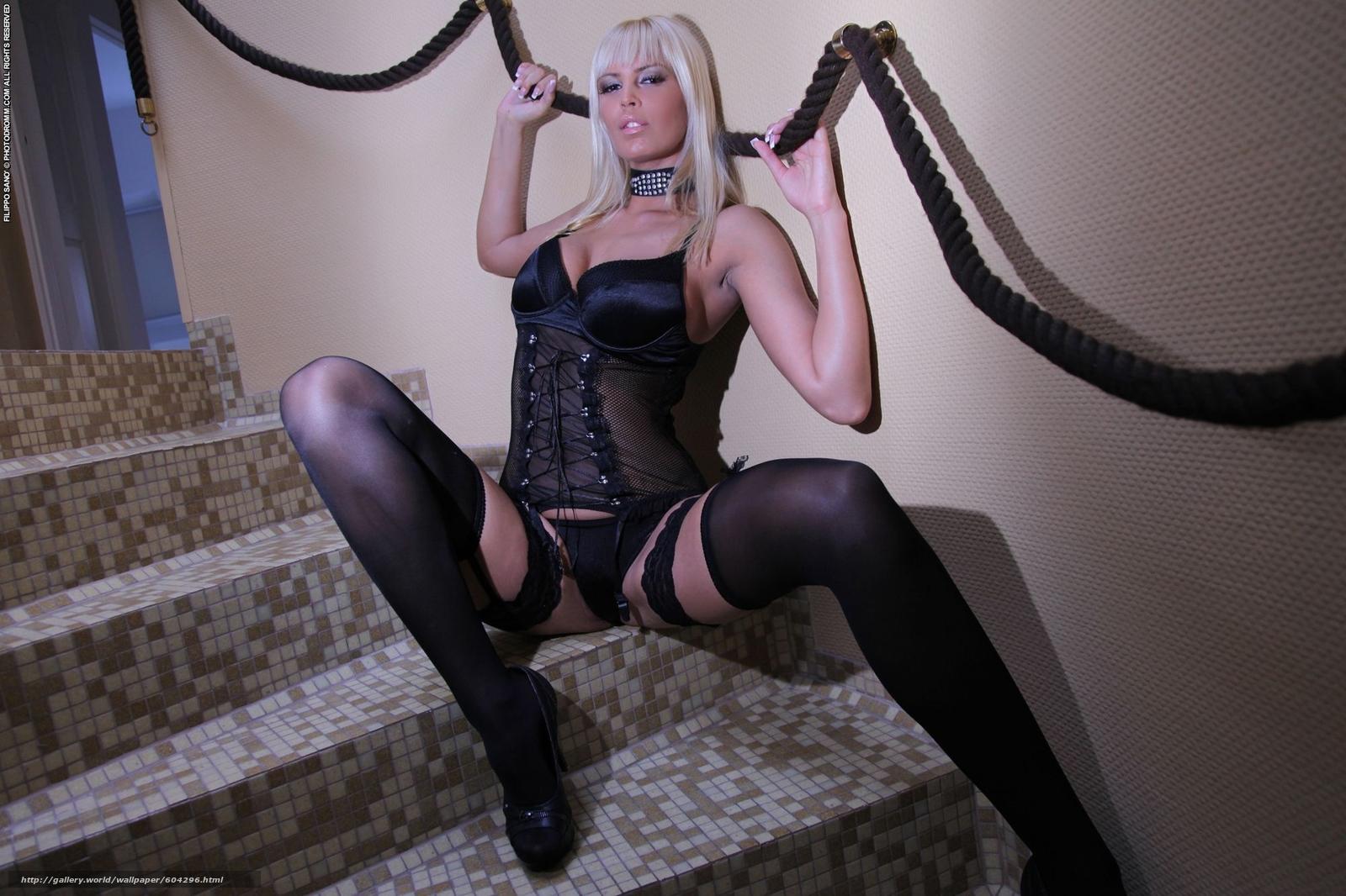 Фото блондинок в черных чулках и платьях 10 фотография
