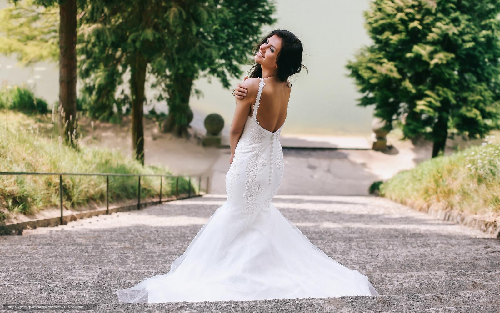 Aurela Skandaj, свадебное платье, платье, декольте, настроение, лестница