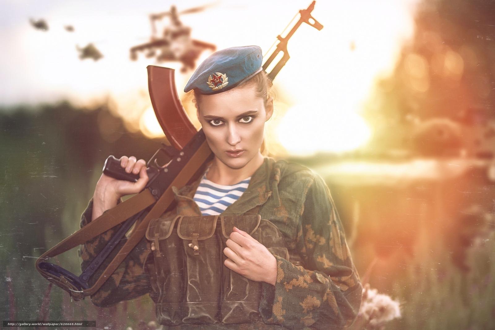 девушка, солдат, десантник, форма, берет, оружие, автомат Калашникова, автомат, АК, взгляд