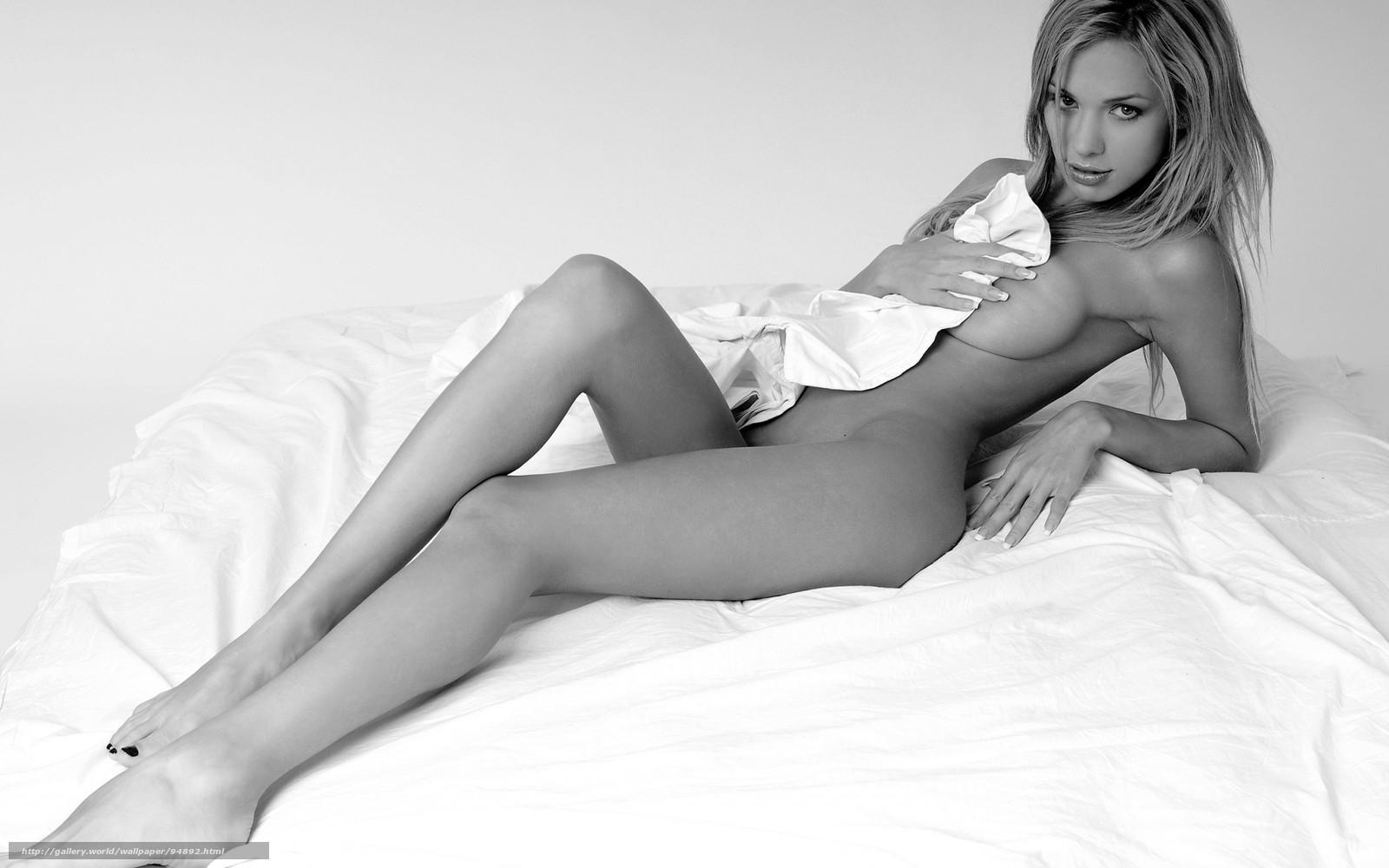 Черно белое фото девушек с большой грудью 9 фотография