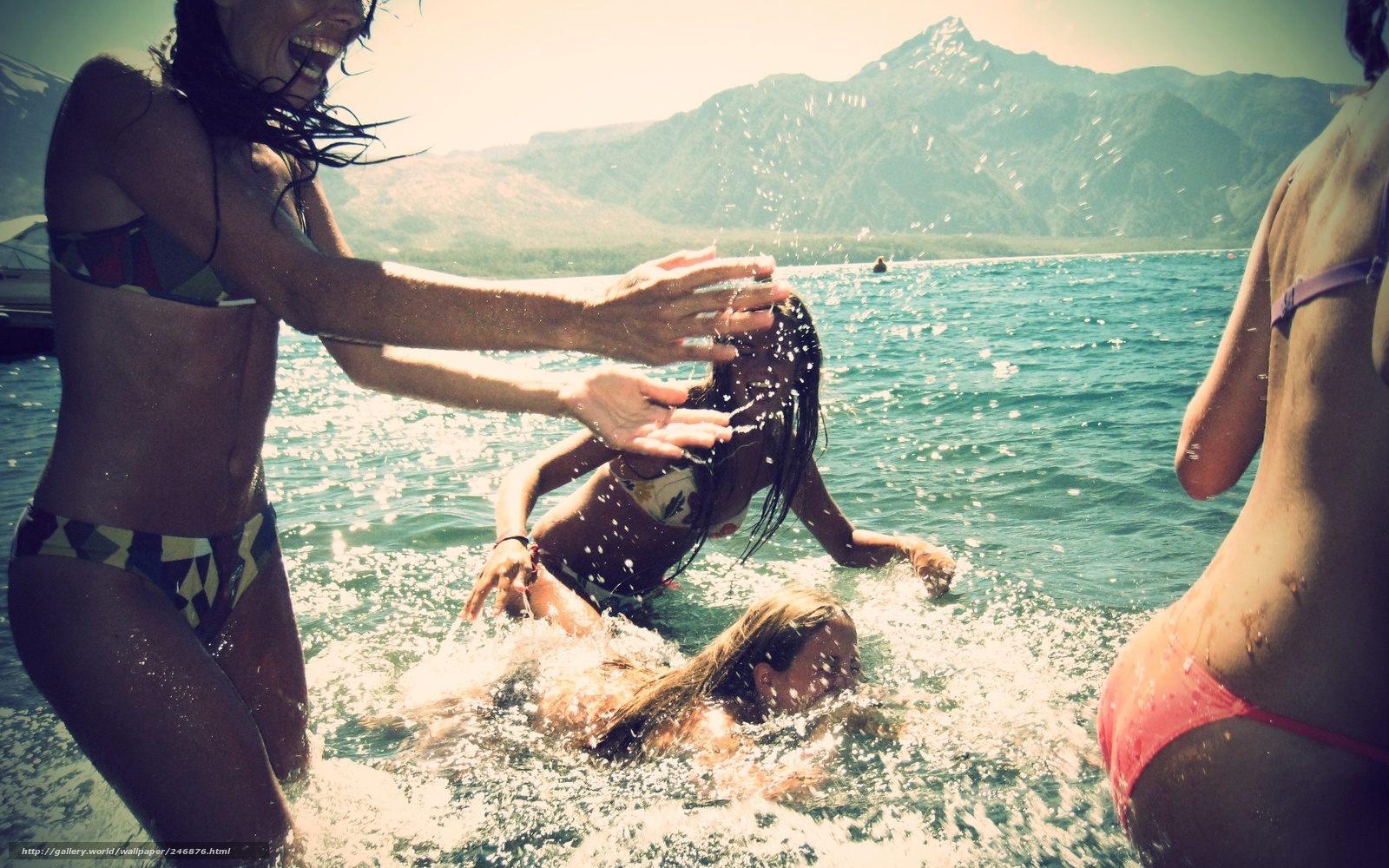 Картинка девушки море пляж купание