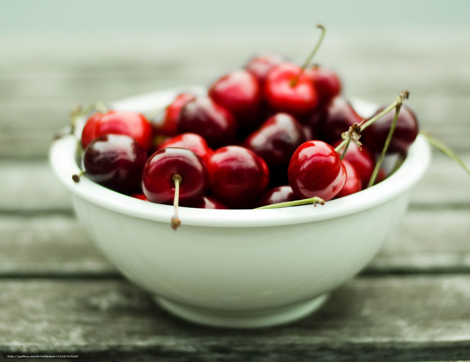 Скачать обои тарелка ягоды витамины