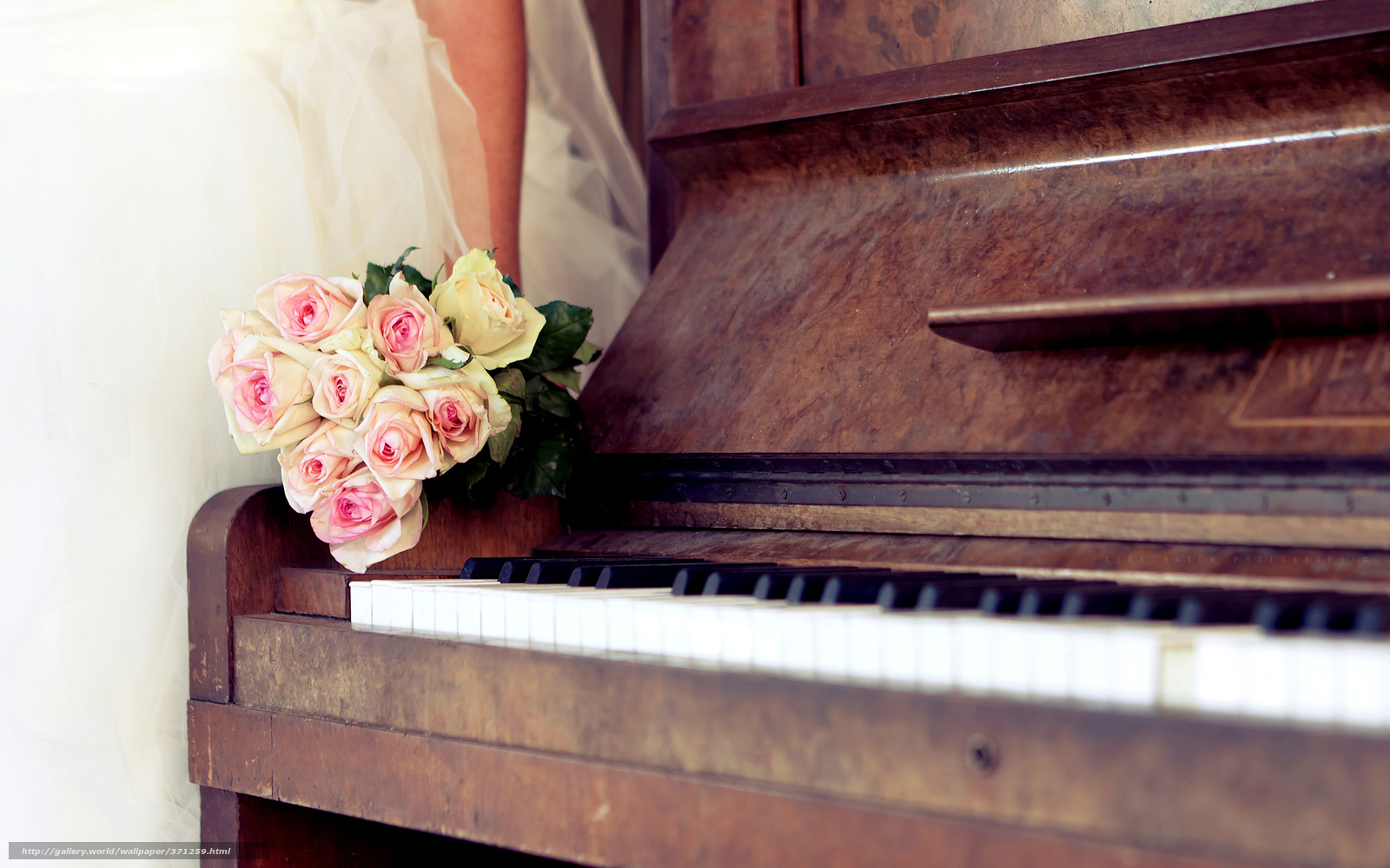 tlcharger fond d 39 ecran mariage piano bouquet roses fonds d 39 ecran gratuits pour votre. Black Bedroom Furniture Sets. Home Design Ideas