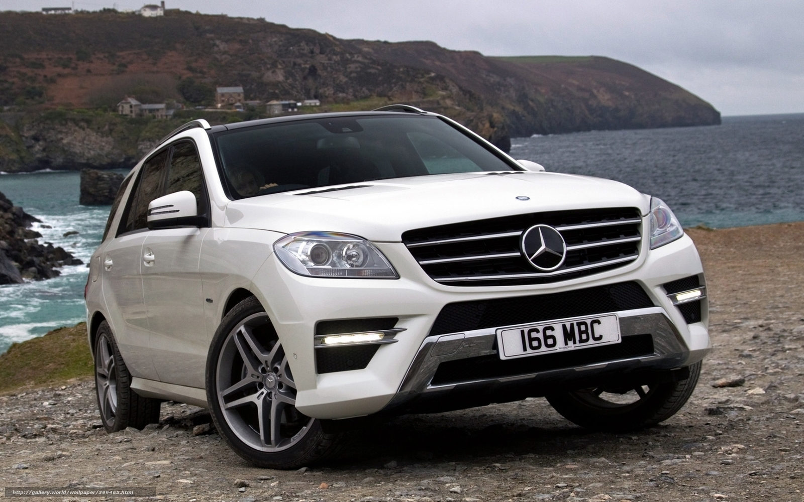 Download wallpaper mercedes ml jeep crossover free for Mercedes benz jeeps