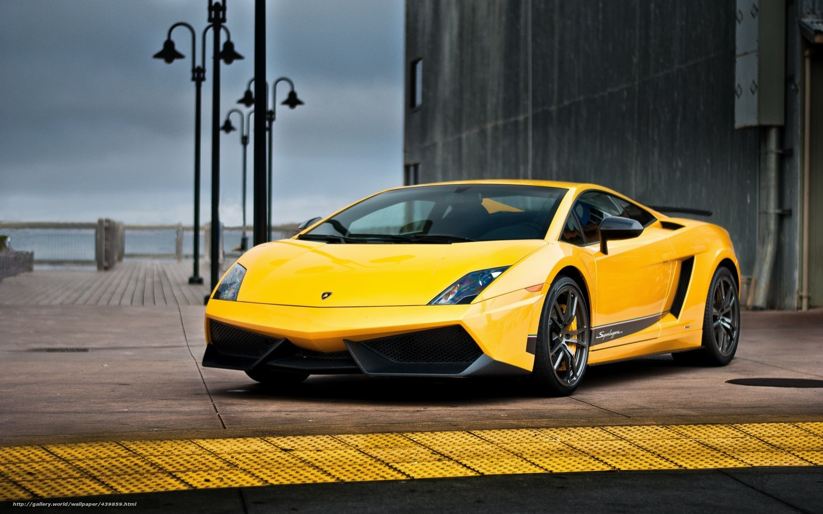 Bruce Lee Traini...Yellow Lamborghini Gallardo Wallpaper