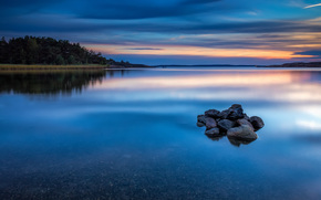 Brzeg, wiecz?r, charakter, niebo, odbicie, kamienie, lazur, g?adka powierzchnia, zach?d s?o?ca, las, rzeka, Norwegia, woda, drzew, chmury