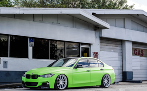 GREEN, BMW
