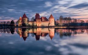 Trakai, Lituanie, Trakai, Lituanie, Château de Trakai, château, lac, réflexion, coucher du soleil