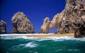 Природа: море, волные, песок, скала