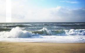 Стиль: пейзаж, море, волны, брызги, песок, полоска, пена, надписи