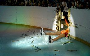 Спорт: лед, фигурное катание, падение