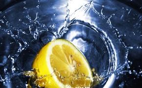 Макро: чай, лимон, вода