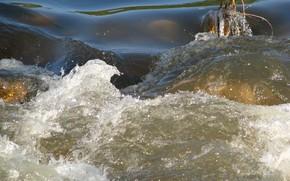 Природа: река, вода, течение, бурлит, препядствие, брызги