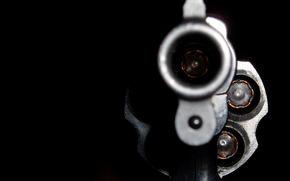 Оружие: револьвер, дуло, выстрел, макро
