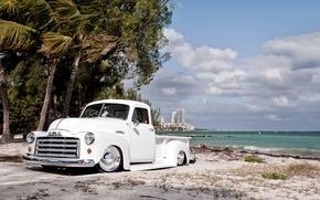 Машины: гмс, пикап, ретро, тюнинг, Лоурайдер, передок, белый, берег, пляж, пальмы, небо, облака, Другие марки