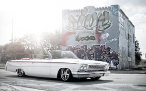 Машины: шевроле, импала, белая, кабриолет, улица, граффити, блик, Chevrolet