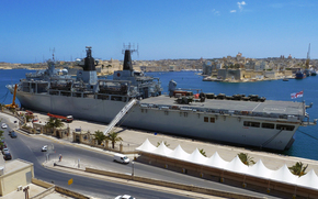 Корабли: Королевский военно-морской посадочной платформы Dock (LPD) корабль, HMS Albion, Мальта
