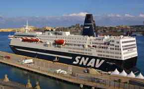 Корабли: В SNAV круизный паром корабль SNAV Toscana в Мальту в качестве части эвакуации усилия иностранных работников из Ливии, и
