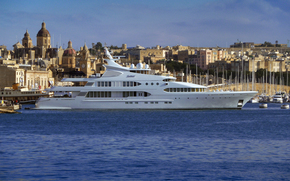 Корабли: В 77 миллионов (253ft) яхта Samar, пришвартованных в Гранд-Харбор, Мальта