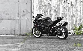 Мотоциклы: BMW S1000R, черный, спотртбайк, белые диски, гараж
