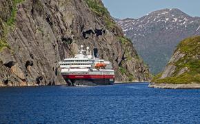 Природа: Норвегия, море, скалы, круизный лайнер