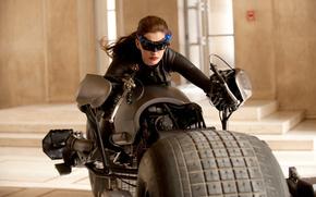 Фильмы: боевик, кино, здание, Тёмный рыцарь  Возрождение легенды, фильм, фантастика, актриса, Энн Хэтэуэй, мотоцикл, размытие