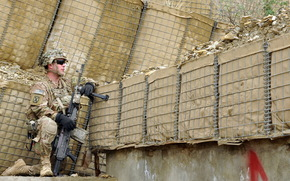 Мужчины: армия, солдат, оружие