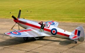 Авиация: скоростной истребитель, пилот, британский, готовность к взлёту, самолёт, взлётное поле