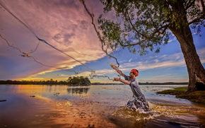 Мужчины: закат, сеть, рыбак, река