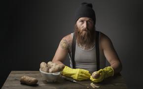Мужчины: картошка, мужчина, нож
