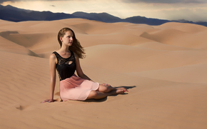 Ситуации: пустыня, песок, девушка, палящее солнце, жара