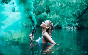 Ситуации: девушка, в воде, дым, река