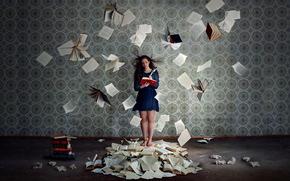 Ситуации: фон, книги, девушка