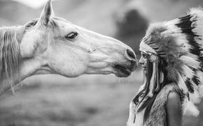 Ситуации: перья, черно-белое, головной убор, конь, девушка, лошадь