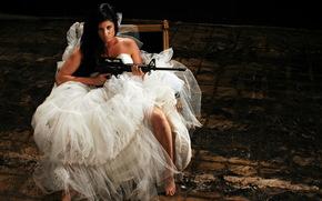 Ситуации: оружие, автомат, невеста, девушка