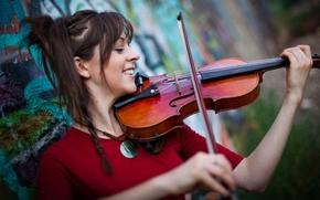 Музыка: стена, графити, Линдси Стирлинг, скрипка