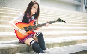 Музыка: гитаристка, восточная, гольфы, галстук