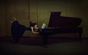 Музыка: пианино, левитация, девушка, ноты