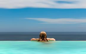 Минимализм: линия, девушка, вода, горизонт