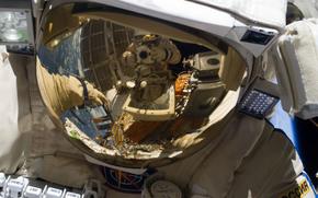 Космос: Космос, шлем, Российский космонавт, отражение, скафандр Орлан МК