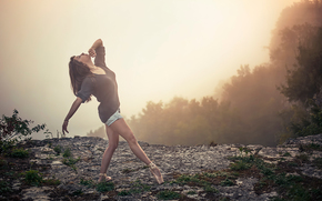 Ситуации: на краю, танец, движение, балерина, пуанты, туман, обрыв