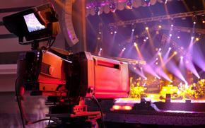 Машины: видеосъемка, концерта, размытость, приборы, музыкального, сцена, огни, видеокамера, съемка, профессиональная, макро, зал, боке, Hi-Tech, осветительные, ТВ-камера, разноцветные